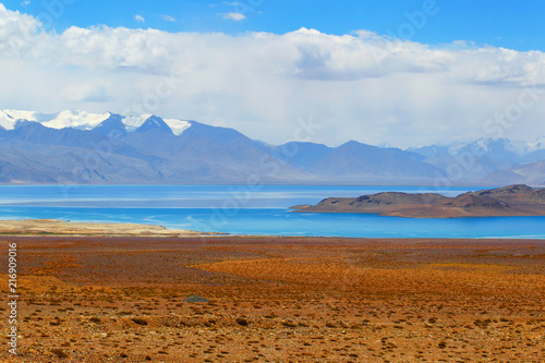 Canvas Landschappen Pamir. Tajikistan. Mountain landscape. Lake Karakul.