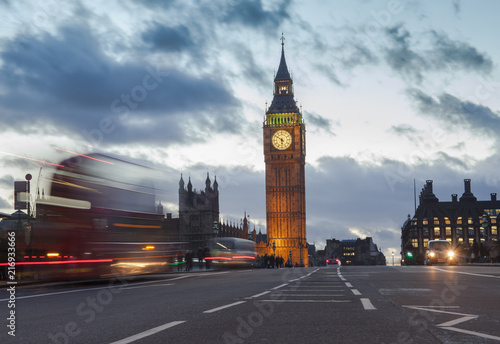Foto Spatwand London London city view with Big Ben and car traffic at evening.