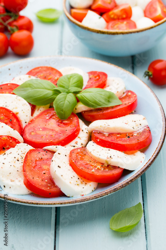 Classic caprese salad. Mozzarella tomatoes and  Basilikum. - 216955673