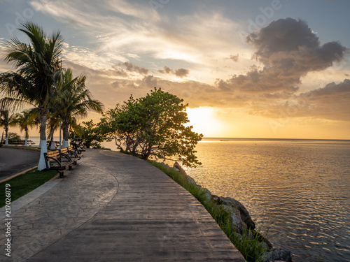 Foto Murales Waterfront park on the Pacific Ocean in Champoton, Mexico during sunset