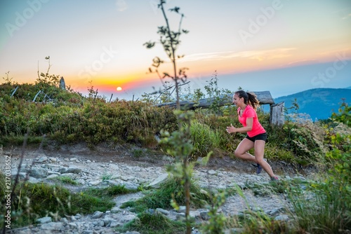 Foto Murales Woman trail running in mountains.