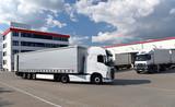 Transport und Lagerung von Waren in einer Spedition // Transport and storage of goods in a forwarding agency - 217039255