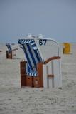 Strandkorb mit Möwe Hochformat
