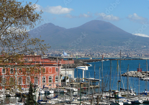 In de dag Napels view of naples with boats and vesuvius
