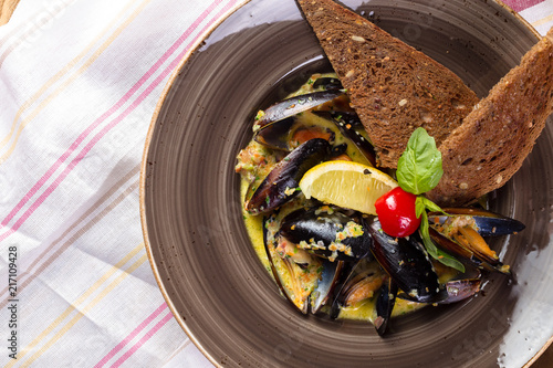 Fototapeta Turkish Delicious Rice Stuffed Mussels serving with tomato