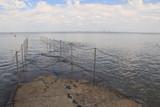 Auflaufendes Wasser verschlingt den Nordseestrand (Burhave, Butjadingen)