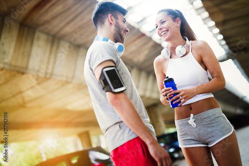 Leinwanddruck Bild Fitness training for couple in love