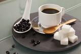 Café sobre la mesa de la oficina  - 217173839