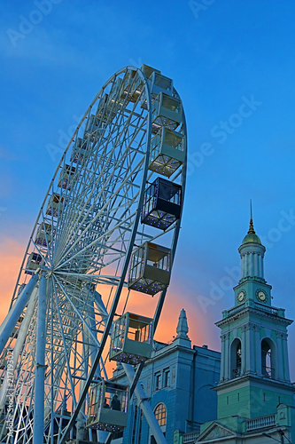 Canvas Kiev The Ferris wheel in the historical part of Kyiv on the Kontraktova Square on Podol in the evening, Kyiv, Ukraine