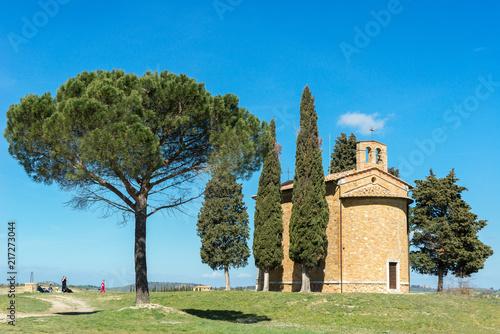 Fotobehang Toscane Chapel of Madonna di Vitaleta, San Quirico d'Orcia, Italy