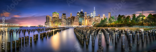 Skyline Panorama von Manhatten bei Nacht, New York City, USA - 217280825