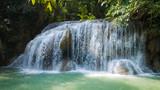 cascade du parc national erawan en thailande