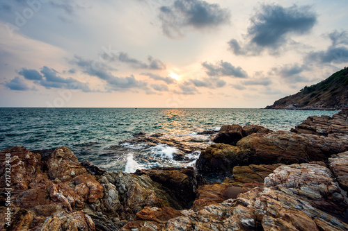 Foto Spatwand Thailand Sea rocks with wave on sunset