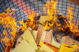 Chinese traditional religious practices, Zhongyuan Purdue, Chinese Ghost Festival, believers burned paper money