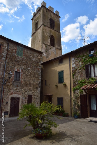 Fotobehang Toscane Toscana - torre medievale a Montemerano
