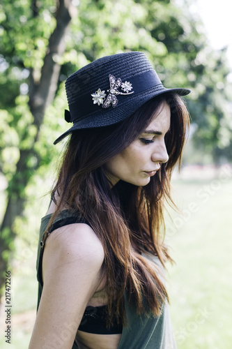 Foto Murales Stylish young woman in the park