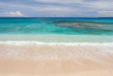 lagon et plage à la réunion - 217474227