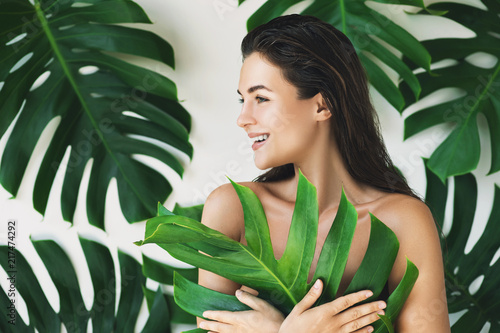Foto Murales Portrait of young and beautiful woman with perfect smooth skin
