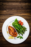 Grilled chicken breast and vegetables - 217520000