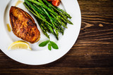 Grilled chicken breast and vegetables - 217520043