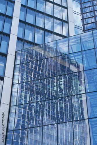 Szklane okno w biznes wieżowiec we Frankfurcie