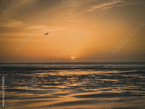 Canvas Zee zonsondergang A sunset on a beach in summer 2018