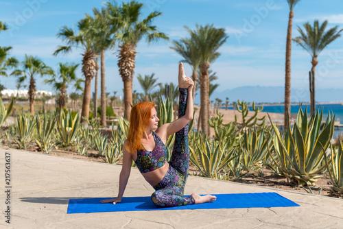 Foto Murales Woman doing yoga