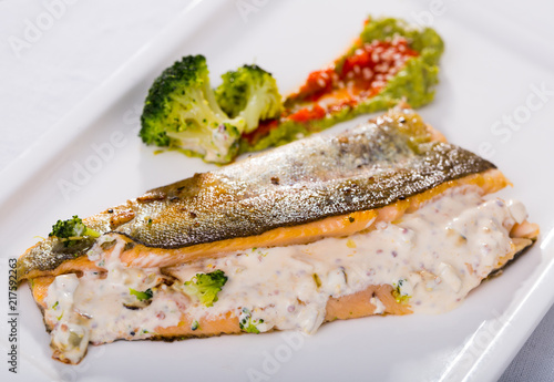 Foto Murales Deliciously steak of  fried river trout fillet with broccoli  and sause tartar
