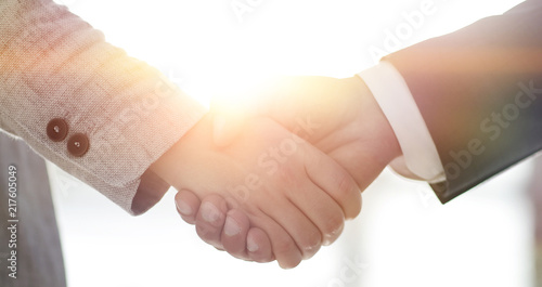 Leinwanddruck Bild Business people shaking hands isolated on white background