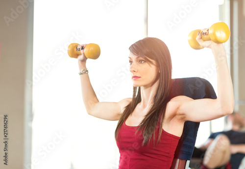 Poster Woman training in a gym