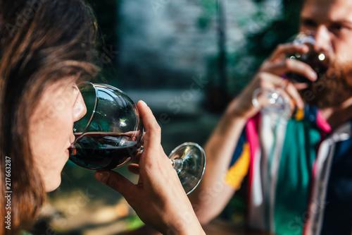 Foto Murales Couple Drinking Wine In Restaurant