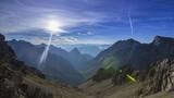 Bergpanorama am Morgen - 217680423