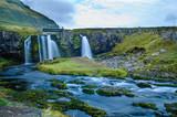 Wasserfall vor Berg