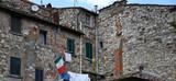 Verschachtelte Backsteingebäude in der historischen Altstadt von Radda im Chianti