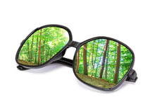 Brille Auf Weißem Hintergrund Mit Waldoptik Sticker