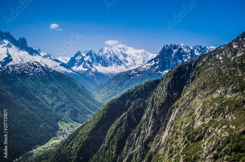Aluminium Blauwe jeans Snowcapped mountain peaks of the French Alps in Europe