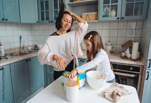Foto Murales happy family cook together in the kitchen