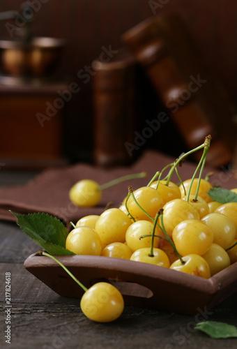 Foto Murales yellow cherry organic berry, healthy food