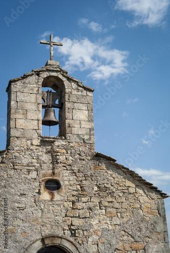 Poster Clocher de la chapelle Sainte Appolonie située au sommet de la colline du puech dans la commune des Assions. Ardèche, FRANCE, 22 juillet 2018
