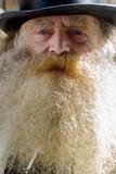 Gros plan du visage  d'un vieil homme barbu - 217840065