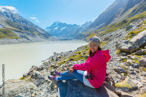 Foto Spatwand Blauw Asian woman travel enjoy at Mt. cook national park in New Zealand, Summertime