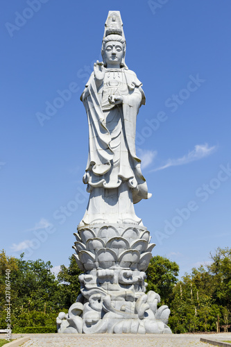 Foto Spatwand Boeddha Bombarral, Portugal - One of the Buddha statues in the Buddha Eden Garden