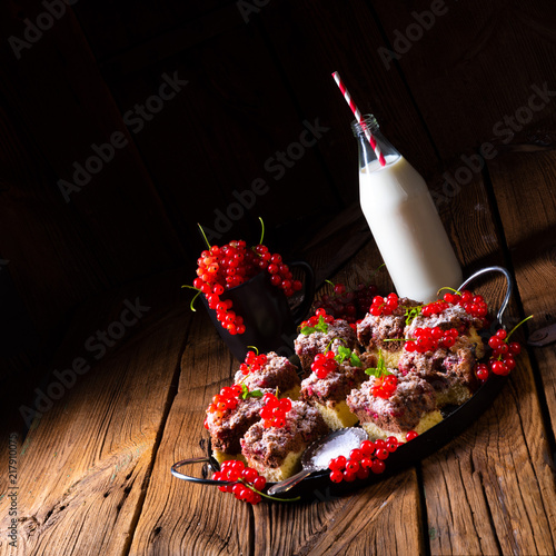 Foto Murales Gorgeous juicy chocolate cake with red currant