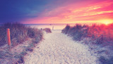 zum Strand reisen - 218002435