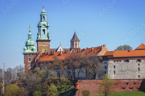 Canvas Krakau Towers of Royal Archcathedral Basilica of Saints Stanislaus and Wenceslaus on the Wawel Hill in Cracow city, Poland