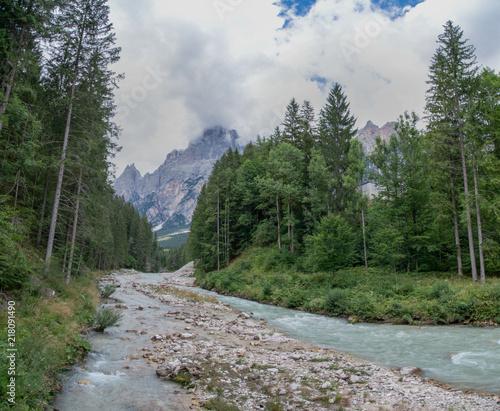 In de dag Bergrivier Panorama delle Alpi dal fiume Boite, Sanvito di Cadore, Veneto, Italia