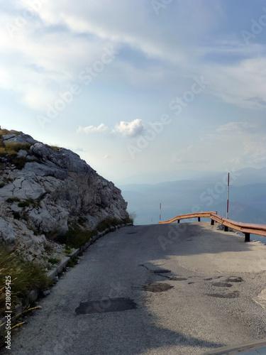 Straße im Nationalpark Biokovo - 218095425