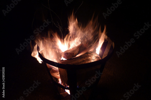 Leinwandbild Motiv Feuer im Feuerkorb