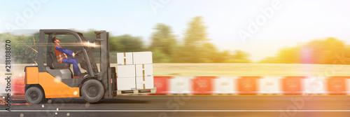 Leinwanddruck Bild Transport und Liefer Konzept mit schnellem Gabelstapler