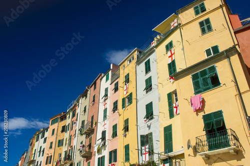 In de dag Liguria Typical architecture of Portovenere